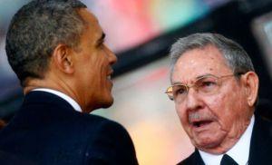 Obama y Castro en el funeral de Nelson Mandela.