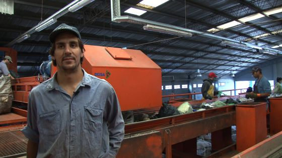 Sebastián Masa, en una planta de separación de residuos.