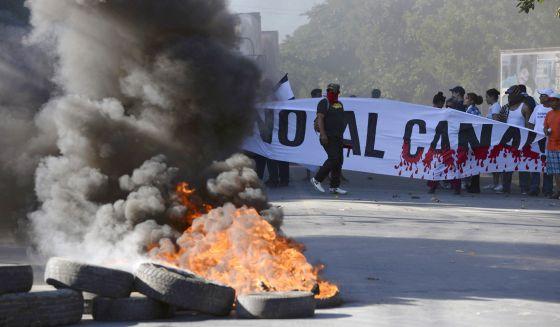 Protestas contra el canal.