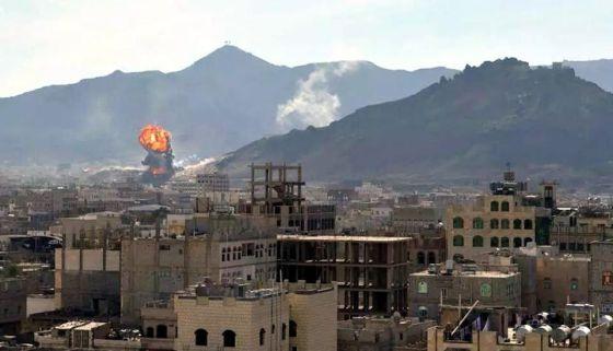Enfrentamientos entre la guardia presidencial y rebeldes Huthi, este lunes en Saná, Yemen. / STRINGER (EFE) Fuente: elpaiis.com