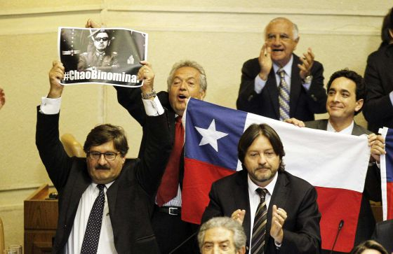 Los diputados celebran la aprobación de la reforma.