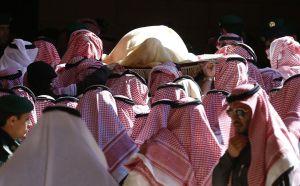El cuerpo de Abdalá bin Abdelaziz, este viernes durante su funeral, en Riad.