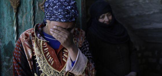 Familiares de uno de los coptos presuntamente asesinados por EI