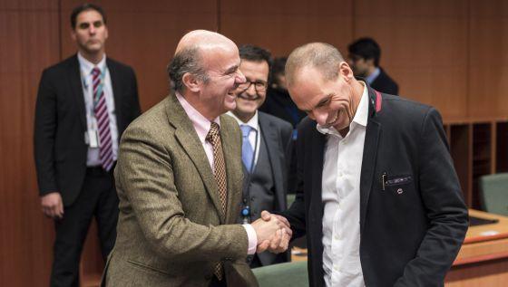 Los ministros de Economía de España y Grecia, durante el Eurogrupo.