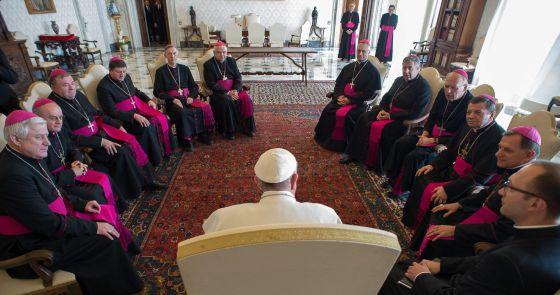 El Papa dice que la limosna no sirve para encubrir a quien paga en negro