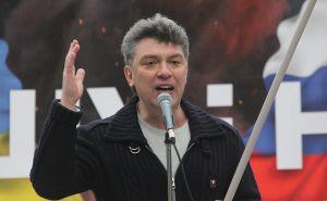 El opositor Boris Nemtsov en un mitin en Moscú contra la intervención rusa en Ucrania y Crimea, en marzo de 2014.