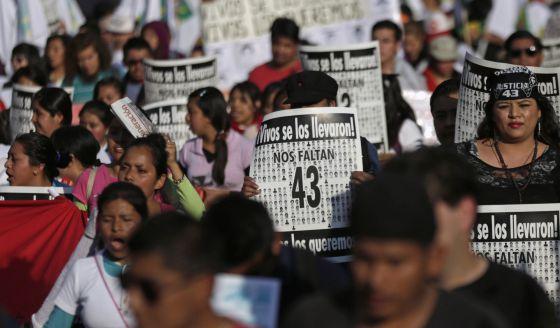 Manifestación en México DF por el asesinato de los 43 estudiantes.