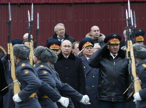 Putin preside un desfile militar en el Kremlin en febrero