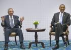 Obama y Raúl Castro mantienen en Panamá una reunión histórica