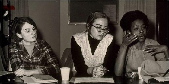 Clinton, en el centro, durante su etapa universitaria.