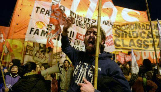 """""""El trotskismo bloquea las carreteras y suma votos"""", por Alejandro Rebossio para EL PAÍS 1433861762_666045_1433863875_noticia_normal"""