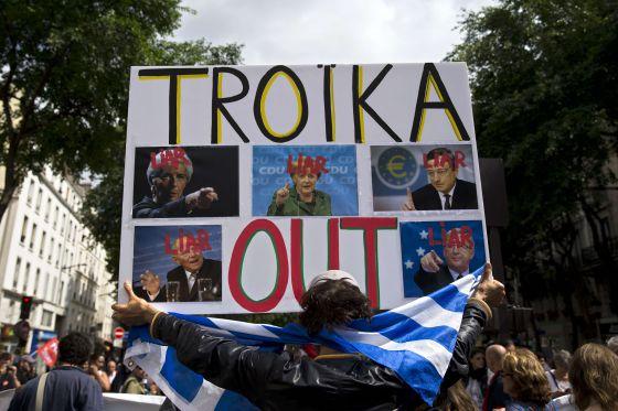 Manifestación contra la troika y de apoyo a Grecia, el 20 de junio en París.