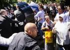 Manifestantes en Srebrenica agreden al primer ministro serbio