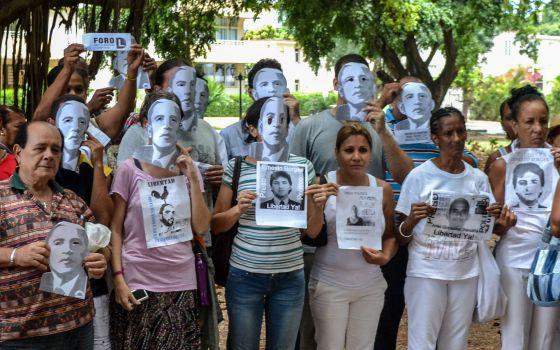 EE UU se aleja de la disidencia para facilitar el acercamiento a Cuba