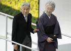 Akihito se aparta de Abe sobre el papel de Japón en la guerra