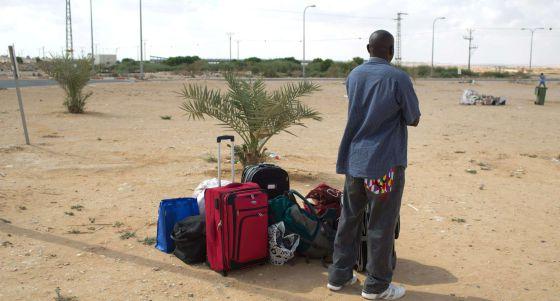 Israel liberta em pleno deserto centenas de detidos 'sem documentos'