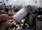 Un policía muerto y 90 heridos en Kiev en disturbios por una votación