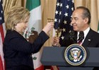 Clinton ironizó en 2010 sobre el trato de México a los inmigrantes