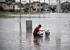 Japón evacua a más de 100.000 personas por las inundaciones