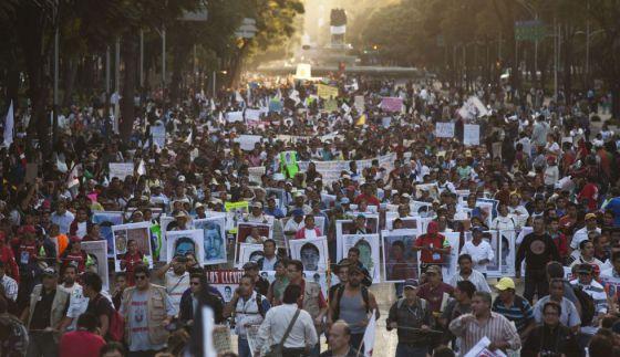 Caso Ayotzinapa: Una manifestación en el DF por los 43 desaparecidos