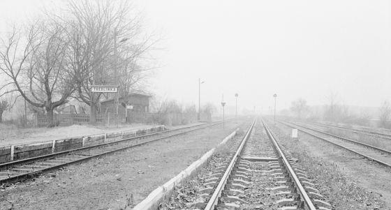 Polonia, 1988. Vías de tren en Treblinka, donde hubo un campo de concentración nazi.