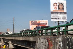 Un cartel de mujeres desaparecidas en Ecatepec.