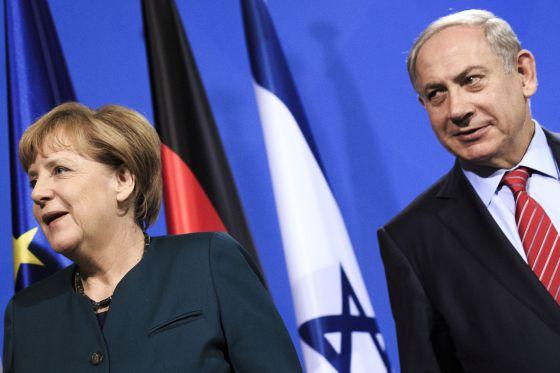 A chanceler alemã, Angela Merkel, e o primeiro-ministro israelense, Benjamin Netanyahu, em entrevista coletiva em Berlim.