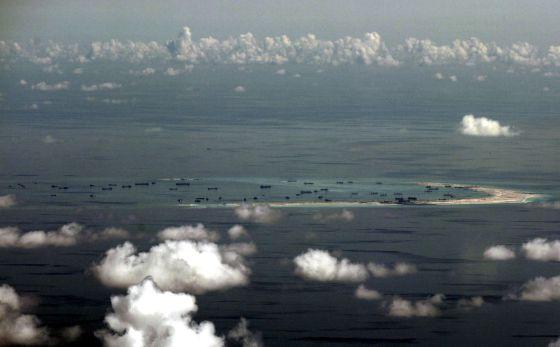 Em desafio à China, EUA enviam navio militar a águas em disputa