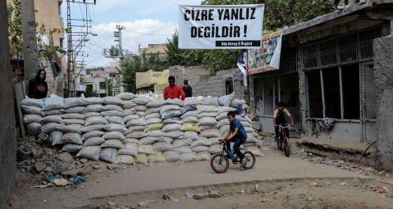 Kurdistán Norte [Turquía]: Represión, situaciones y conflictos. - Página 4 1446480781_943927_1446481393_noticia_normal