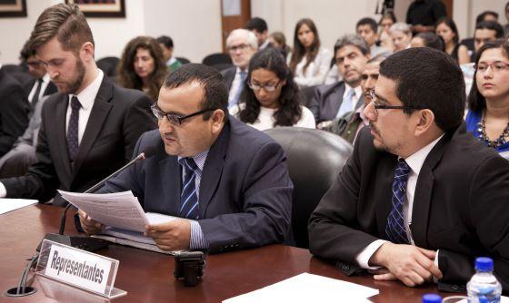 Charles Abbott, Milton Campos Castillo y Francisco Quintana, representantes de las víctimas.
