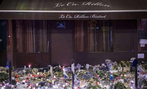 Tributo a laf víctimas de los atentados del viernes en París.