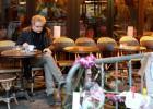 A vida volta ao 'Bonne Bière', um dos cafés atacados pelos jihadistas