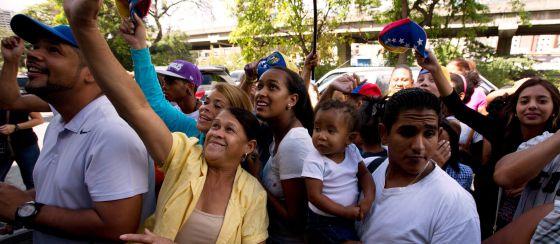 Seguidores de Henrique Capriles ayer en Caracas.