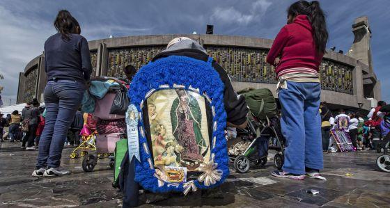 Peregrinas en los alrededores de la Basílica de Guadalupe.