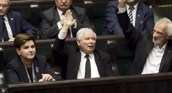 La primera ministra, Szydlo, junto Kaczynski