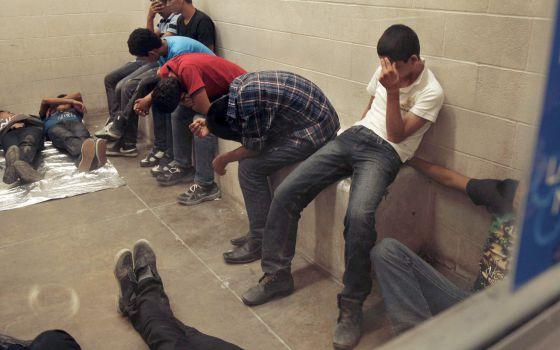 Inmigrantes indocumentados detenidos por la policía fronteriza en Texas