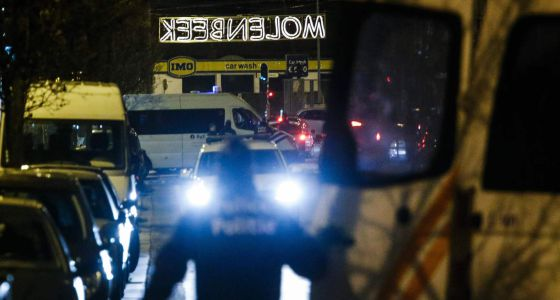 Redada policial en Molenbeek (Bruselas) el 30 de diciembre de 2015.