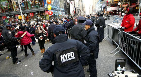 Agentes del comando antiterrorista de la policía de Nueva York, este jueves en Times Square.