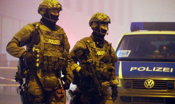 La policía controla los accesos de la estación de Pasing, en Múnich.