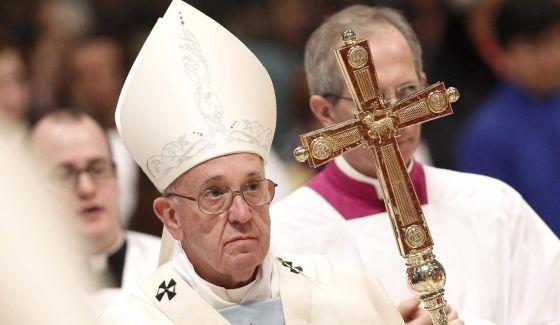 El papa Francisco oficia la primera misa del año en el Vaticano.