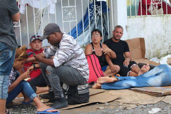 Migrantes cubanos, en la frontera entre Costa Rica y Panamá