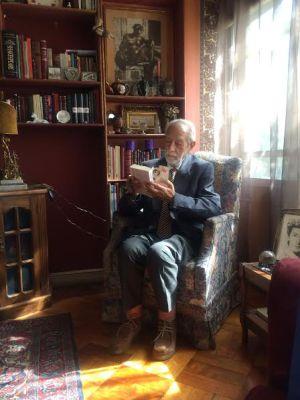 El dramaturgo chileno Hernán Letelier, en su casa de Santiago