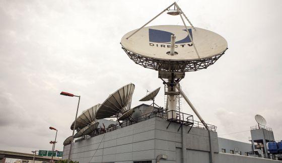 Una antena parabólica del grupo Clarín en Buenos Aires.