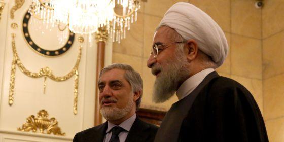 El presidente iraní, Hassan Rohani, a la derecha, y el primer ministro Afgano, Abdullah Abdullah, el pasado martes en Teherán.