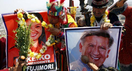 Carteles de apoyo a Keiko Fujimori y César Acuña, en Lima.