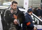El atacante abatido por la policía en París tenía una bandera del ISIS