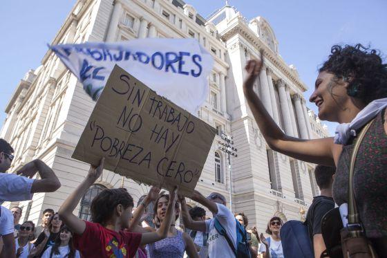 Trabalhadores despedidos do Centro Cultural Kirchner protestam na Argentina