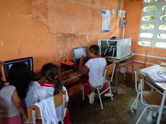 En la zona rural de Cartagena del Chairá las escuelas ahora tienen electricidad