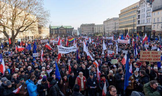 Protesta contra la nueva ley de medios de comunicación públicos, este sábado en Poznan (Polonia).