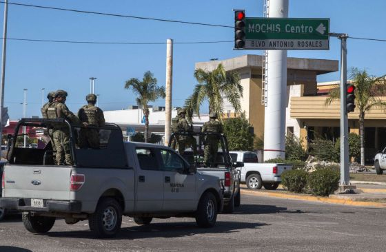 Un grupo de marinos en la ciudad de Los Mochis (Sinaloa).